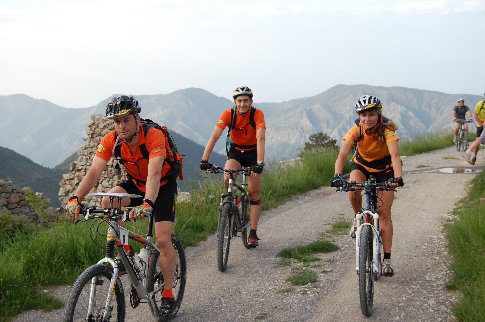 Relieve stress: Image of three people riding bicycles in the mountains, living a healthy lifestyle