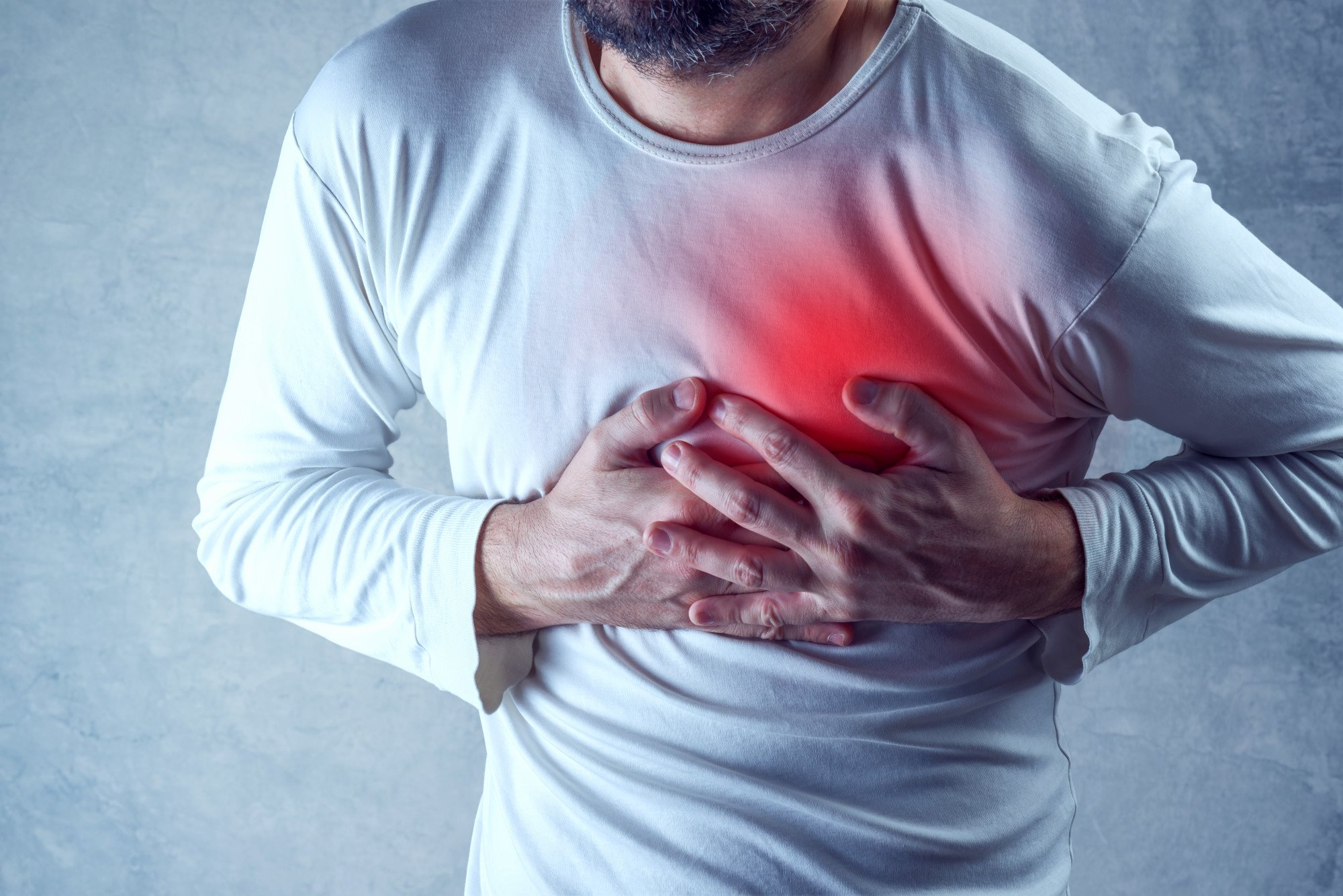 Signs of a heart attack: image of a man having chest pain